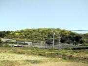 名鉄名古屋本線線路脇から眺めた里山
