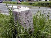豊川に合流する朝倉川の起点杭