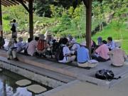 修景池の休憩舎での虫たちの解説